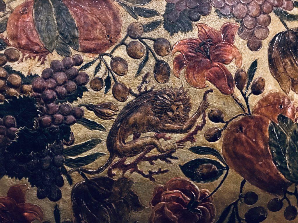 Ståtligt gyllenläder med exotiska lejon, frukter och blommor